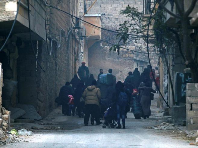 Aleppo, assedio finale. L'Onu: «Atrocità terribili»|Civili intrappolati|«Salvateci»