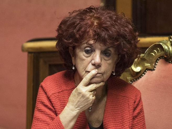 Fedeli, nuovo attacco: «Non  ha neanche la maturità»|Immagini