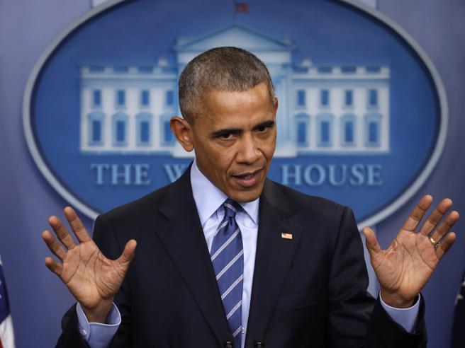Obama, l'ultimo discorso di fine anno: «Da Mosca interferenze sul voto. A Trump ho dato dei consigli»