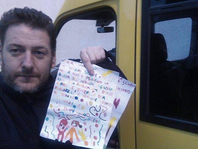 Lettera di Natale vola per 400 km con il  palloncino E scatta la gara di solidarietà per i regali