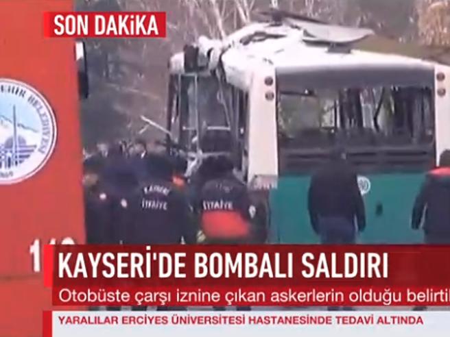 Turchia, esplosione a KayseriColpito autobus di soldati FotoI media: «Numerose vittime»