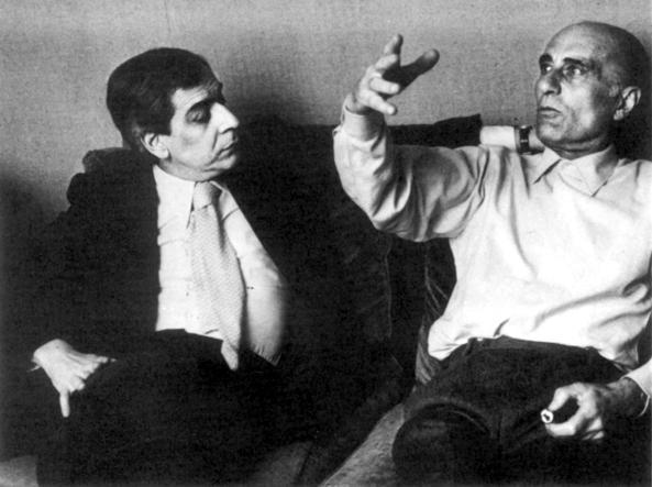 A sinistra, Enzo Bettiza discute con Indro Montanelli