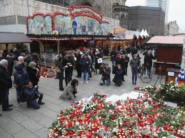 Camion a Berlino ai Mercatini: Attentato rivendicato dall'ISIS