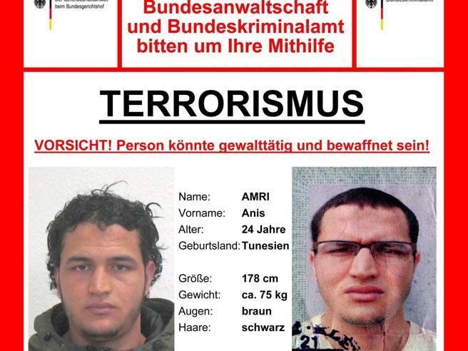 Berlino, le impronte di  Amri sulla portiera del Tir FotoIl killer venuto dall'Italia volto