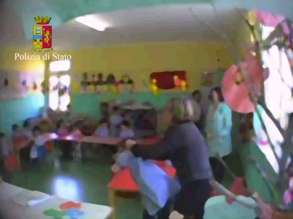 Schiaffi e punizioni in scuola materna Crotone, sospesa maestra