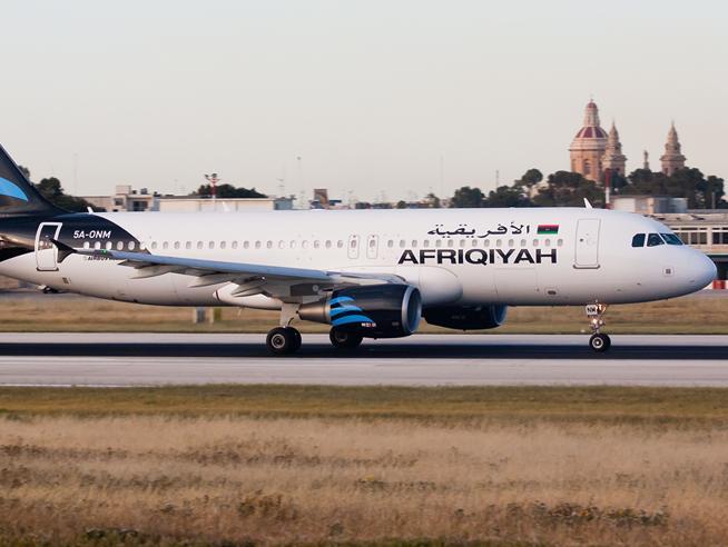 Aereo libico con 118 persone a bordo dirottato a Malta«Lo facciamo esplodere»