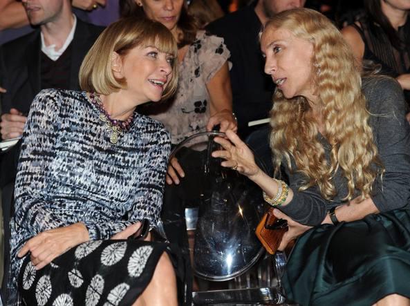Franca Sozzani (a destra) con Anna Wintour (Ansa)