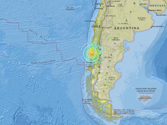 Cile, terremoto di magnitudo 7,7: scatta l'allarme tsunami