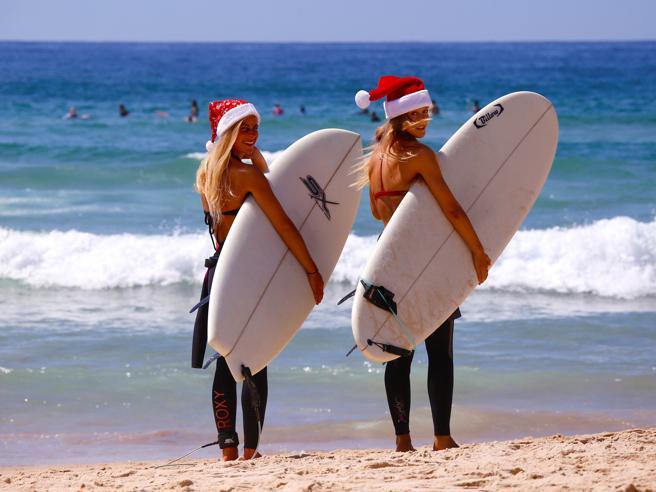 Da Trump a messa in Florida al surf sulle spiagge di SydneyIl Natale nel mondo: le foto