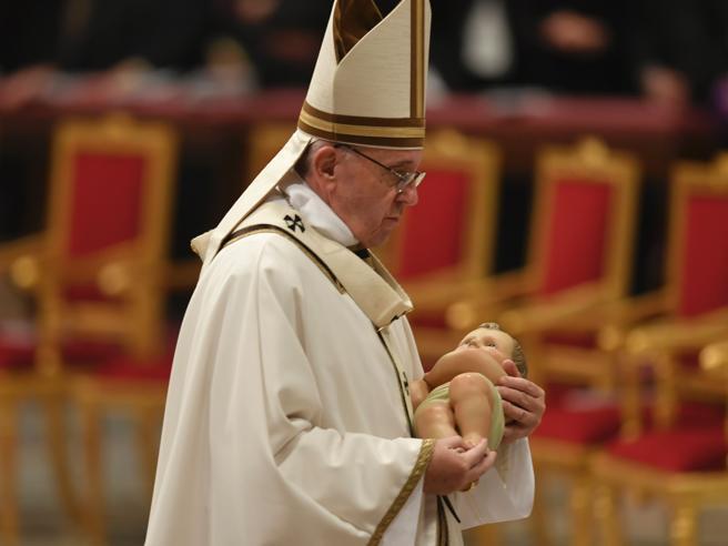 Urbi et Orbi, il Papa prega per Aleppo «Troppo sangue è stato sparso»