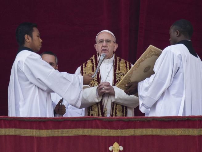 Papa: «Odio verso i cristiani per nascondere opere malvagie»