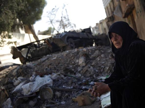 Siria, ad Aleppo fosse comuni con 21 corpi: anche bambini e donne