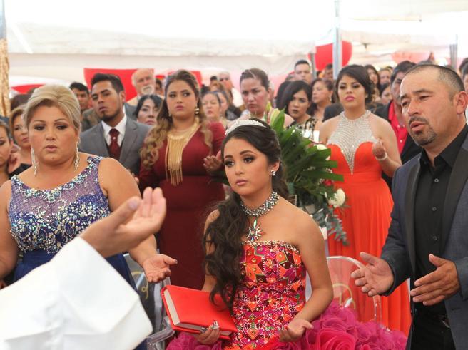 Messico, invito (troppo) esteso alla festa della figlia: in migliaia al party dei 15 anni di  Rubi Foto