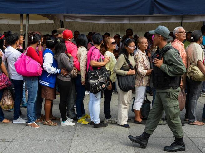 «Italiani a Caracas senza cibo né medicine assediati dai criminali»