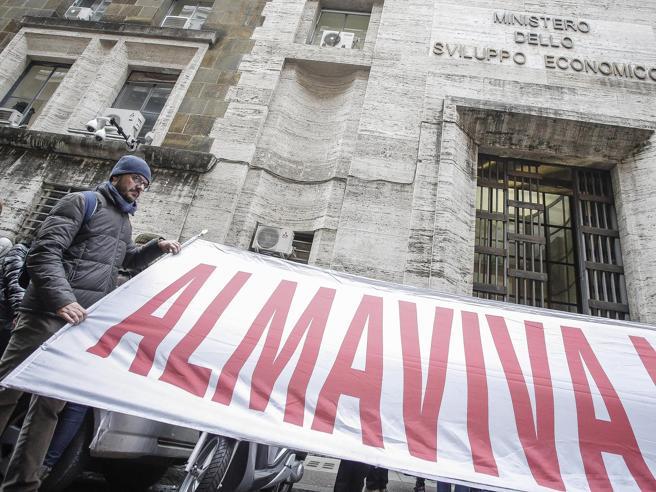 Almaviva, niente accordo: chiude la sede di Roma. Partite le lettere di licenziamento per 1.600 dipendenti