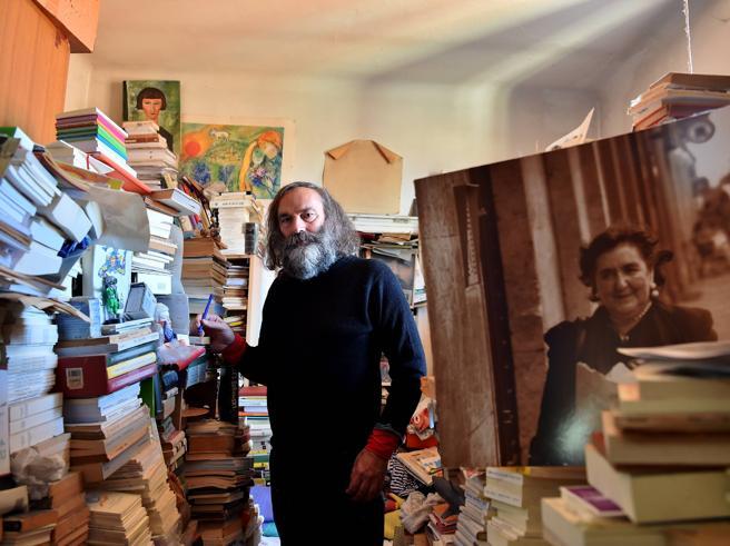 Il libraio indipendente amato da Alda Merini: «La vita in poesia»