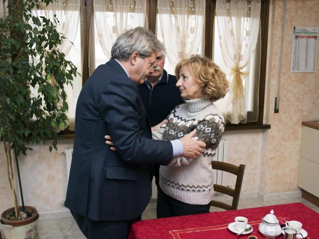Fabrizia Di Lorenzo, Gentiloni in visita dai genitori: «Dieci borse di studio intitolate a lei»