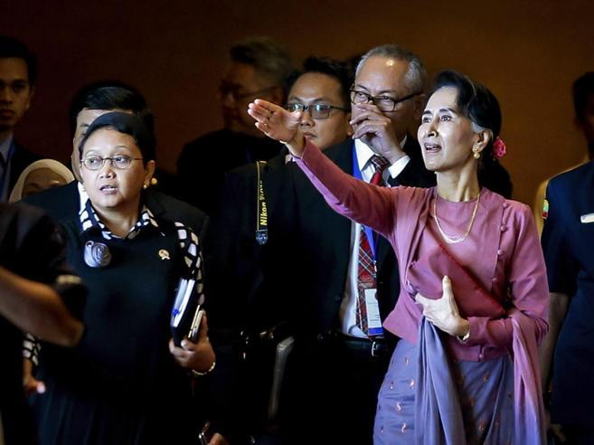 I premi Nobel contro Suu KyiIgnora il massacro dei Rohingya