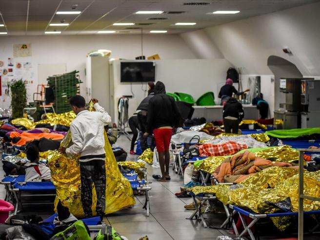 Profughi, i Comuni sono   pronti a ospitarli: ma la Ue li finanzierà?
