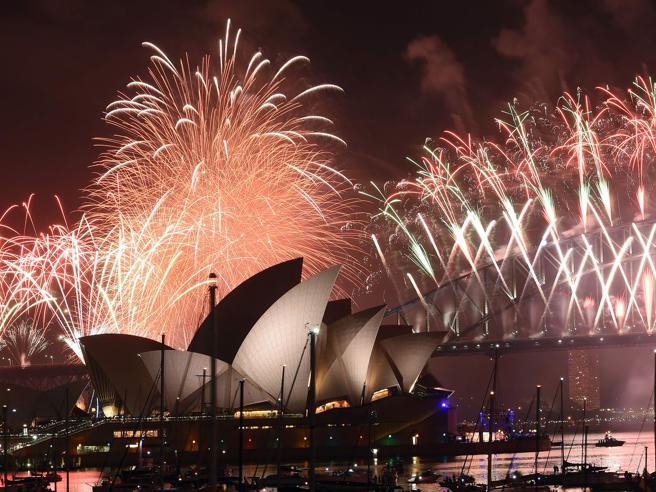 Conto alla rovescia per il CapodannoA Sydney e Hong Kong è già 2017
