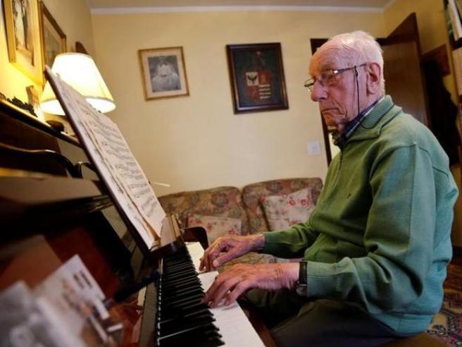 Miele, giardinaggio e pianoforte Il segreto degli ultracentenari spagnoli  (in ottima salute)
