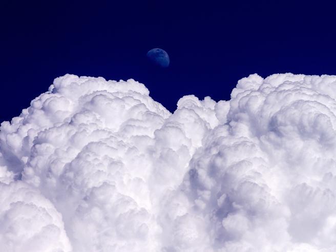 Fuoco, nebbia e tramonti: lo spettacolo del meteo Foto