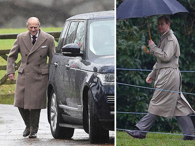 Filippo, 95 anni, sfida la pioggia Il figlio Edoardo sotto l'ombrello Elisabetta malata salta la messa