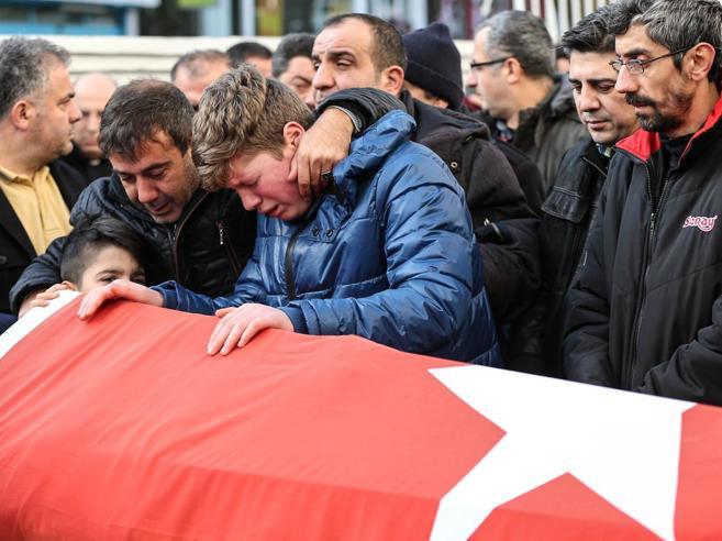 L'Isis firma la strage di Istanbul«Colpiti i cristiani infedeli»