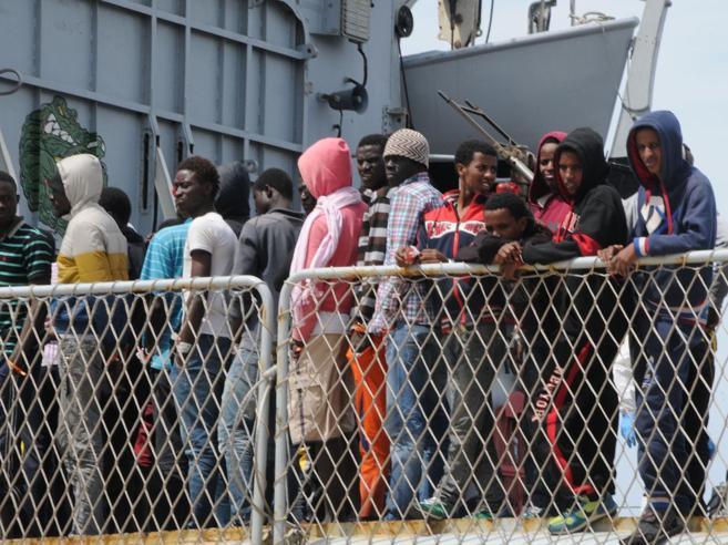 Migranti, rimpatri e piano anti rivolte«Nei centri di accoglienza come bestie»