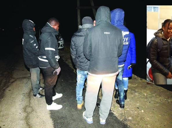 Alcuni dei migranti che hanno guidato la rivolta del centro di accoglienza di Cona e, nel riquadro, Sandrine Bakayoko, la 25enne trovata morta