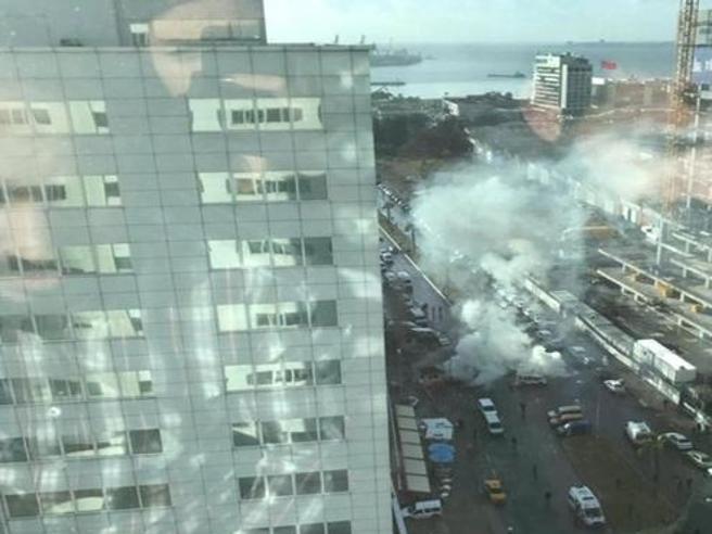 Paura in Turchia, esplosione davanti a tribunale  a Smirne: almeno tre  feriti