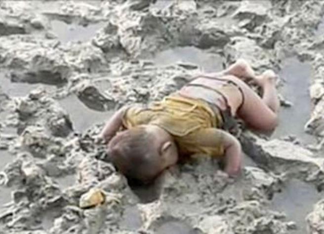 Il piccolo Mohammed annegato durante la fuga dalla Birmania  violenta