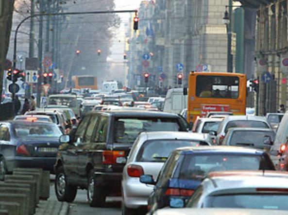 Vivere vicino a una strada trafficata aumenta il rischio di demenza