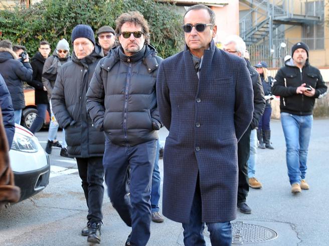 Conti, Pieraccioni e Panariello ai funerali di Niki Giustini | Video