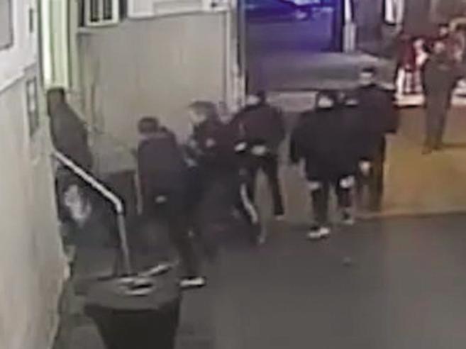 Il medico picchiato in ospedale: «Sono dovuto scappare da Catania»|Video