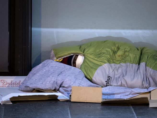 Il freddo uccide, 8 vittime in Italia Il Papa: «Dormitori aperti e auto a disposizione dei senza tetto»