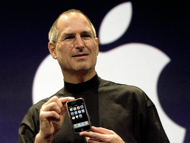 10 anni di iPhone ci hanno cambiato - Foto: tutti i modelliIl primo smartphone: la storia