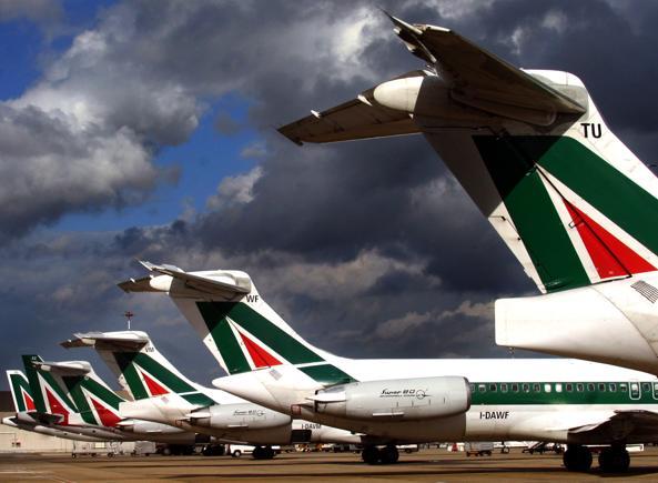 Piccolo aereo fuori pista, voli sospesi a Linate fino a tarda sera