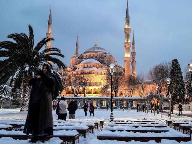 Dalla Moschea Blu a Santa Sofia, la magia di Istanbul sotto la neve