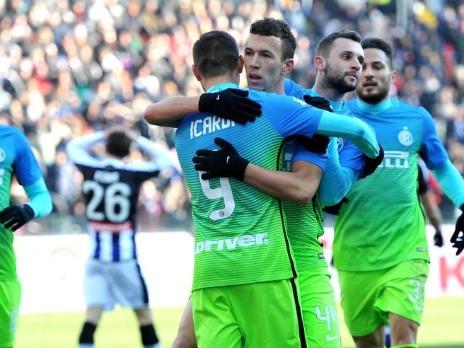 Doppio Perisic, l'Inter vaLa divisa Sprite: le immagini