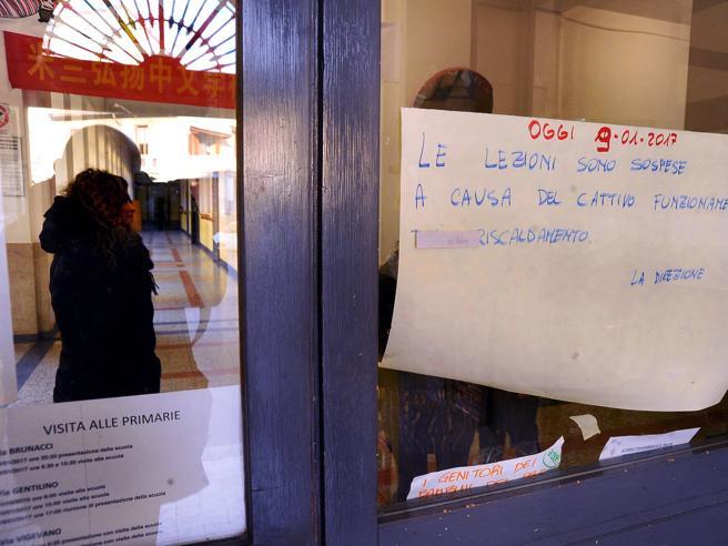Aule-freezer: scuole chiuse da Nord a SudCaos a Roma, «Al gelo 30% degli istituti»