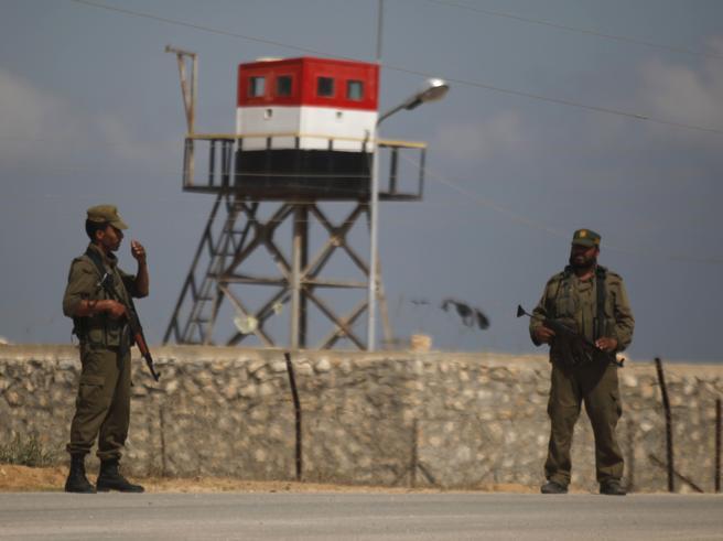 Egitto, kamikaze contro casermadella polizia: 5 morti, 10 feriti
