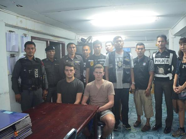 Krabi. Due altoatesini arrestati per vilipendio alla bandiera
