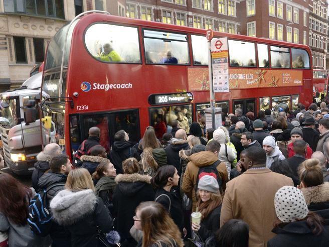 Londra, sciopero della metro Milioni di pendolari a piedi Foto