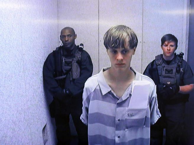Usa,  condannato a morte il killer di Charleston Dylann Roff|Impassibile in aula: foto