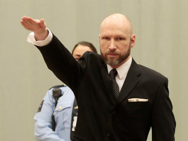 Breivik di nuovo in aula, fa ancora il saluto nazista