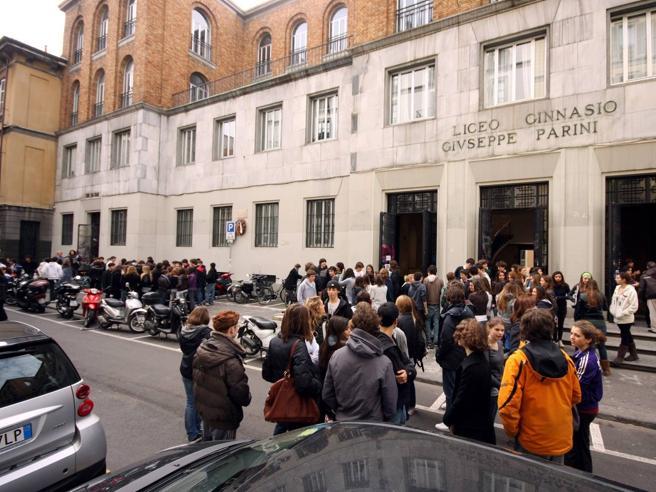Milano, bonus al 75% dei prof del liceo PariniRivolta dei 10 esclusi: siamo stati puniti
