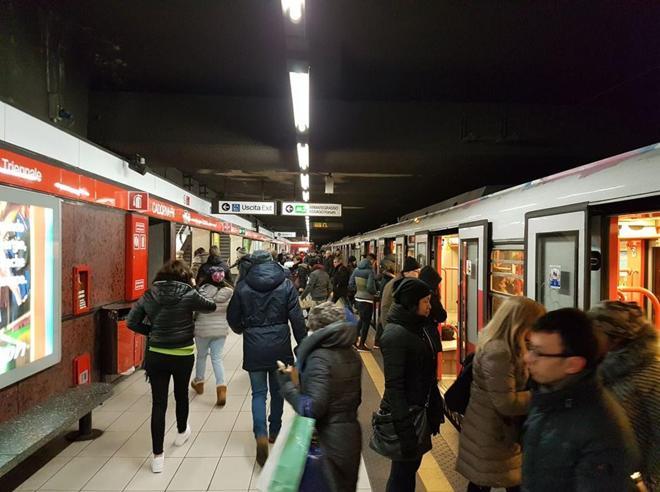 Metro all'alba, debutto per 3 mila milanesi«Ridotti soltanto i servizi ingiustificati»