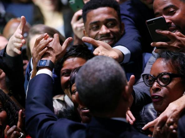 Barack Obama commosso ringrazia Michelle: moglie madre e miglior amica