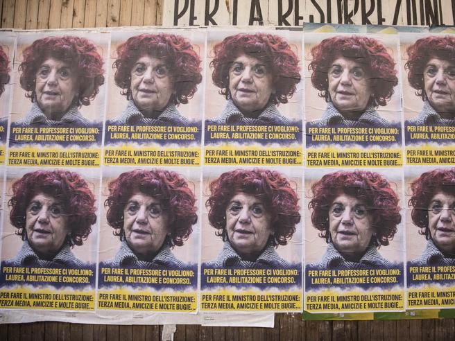Roma e i manifesti contro FedeliIl Campidoglio non li oscura